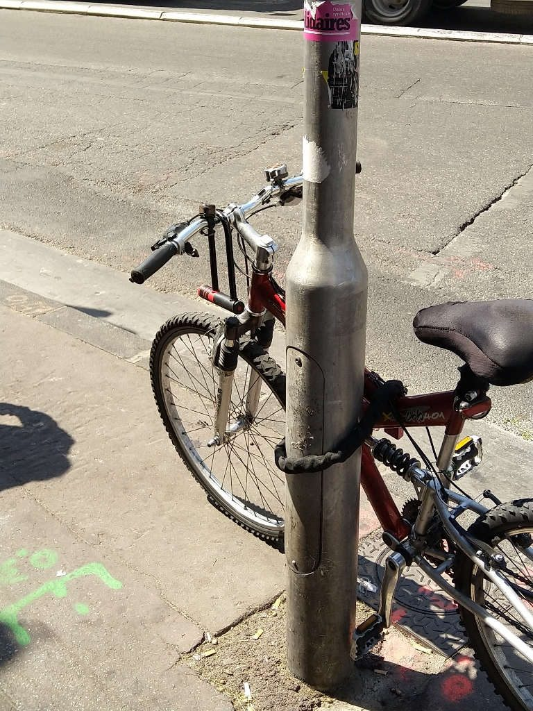 Pourquoi ne pas utiliser son antivol vélo en U qui est resté sur le guidon ?