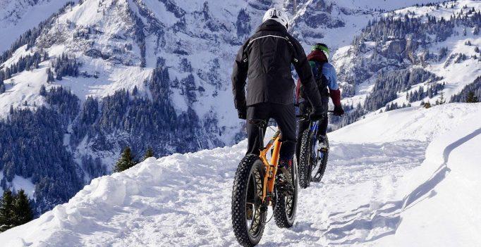 faire du vélo sur la neige